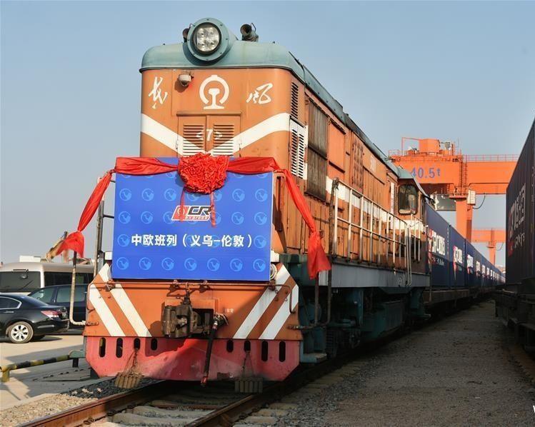 الصين تبدأ أول رحلة لقطار البضائع إلى لندن