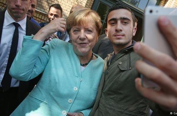 اللاجئ السوري صاحب السلفي مع ميركل يقاضي فيسبوك