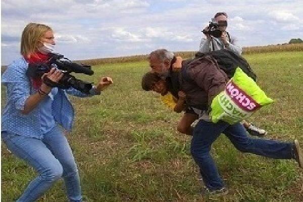 الحكم بمراقبة 3 سنوات للمصورة المجرية التي ركلت لاجئاً سوريا