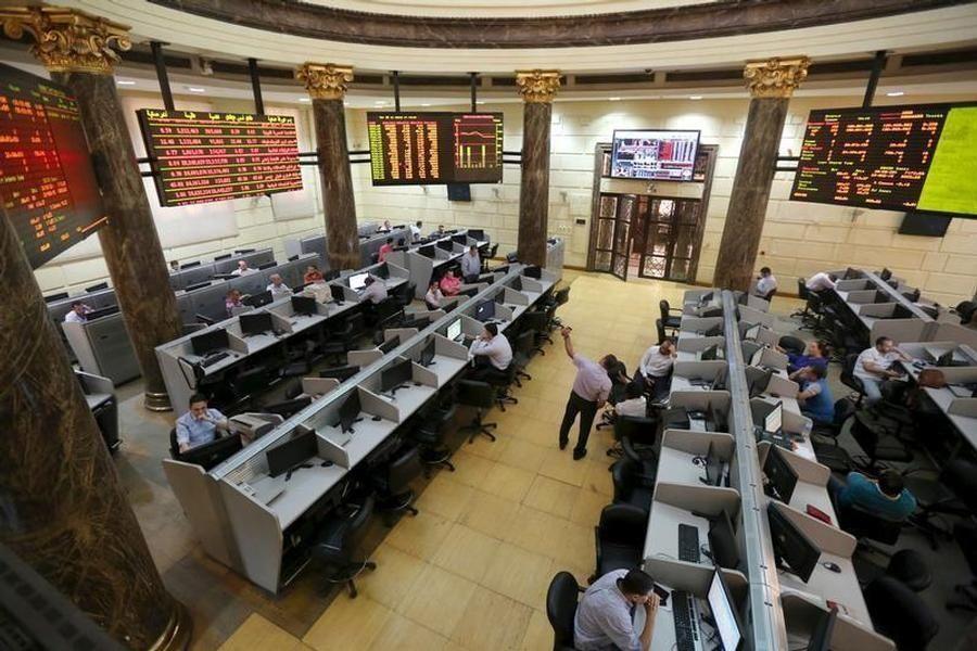السعودية للكهرباء تضغط على بورصة الرياض والسوق المصرية تتراجع