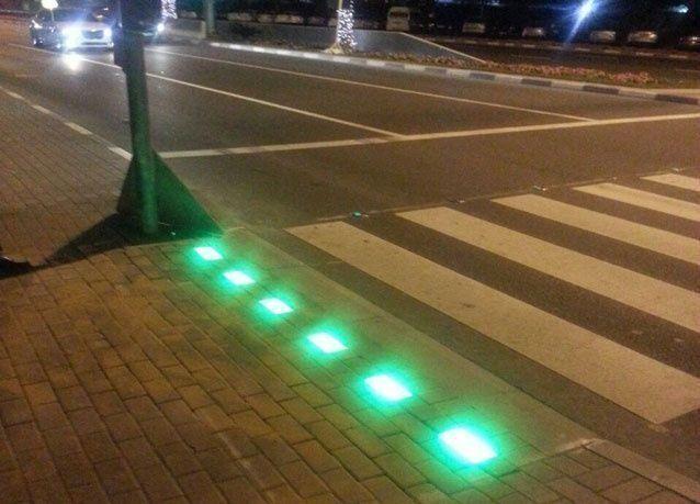 دبي: شاهد  إشارة المشاة الذكية للعبور الآمن