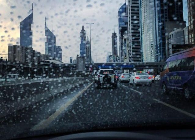سقوط أمطار في الإمارات الشهر الجاري