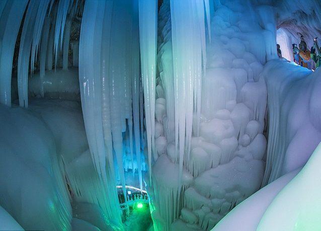 بالصور : كهف الجليد الغريب في الصين .. لا يذوب أبداً