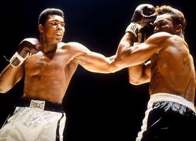 """بالصور : شاهد أهم اللحظات في حياة أسطورة الملاكمة """"محمد علي كلاي"""""""