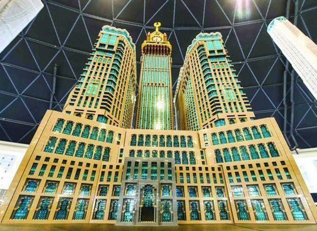 بالصور :  أكبر مجسم ليغو لبرج ساعة مكة الملكي في دبي