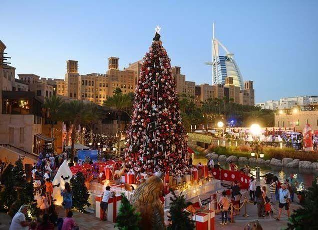 بالصور : تحضيرات لاستقبال رأس السنة الجديدة في الإمارات