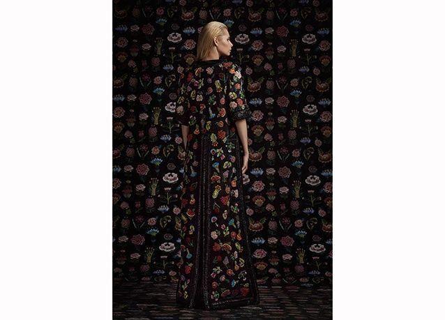 بالصور : مجموعة أزياء بأشكال الورود من تصميم اللبناني رامي قاضي 2016