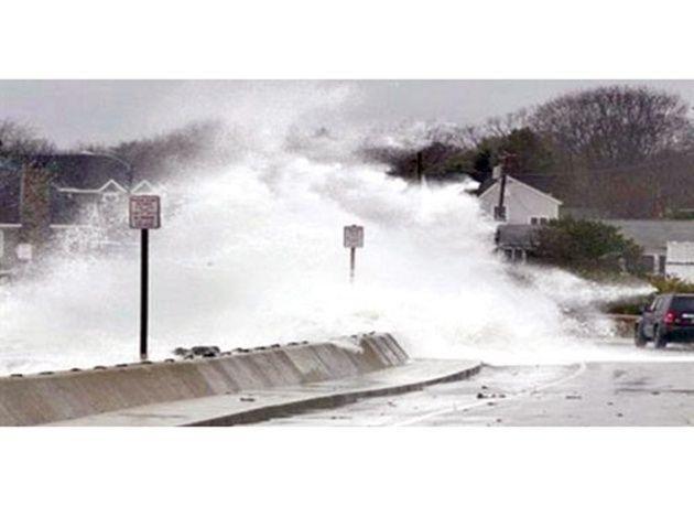 """بالصور : الإعصار """"تشابا"""" القوي يضرب جنوب اليابان"""