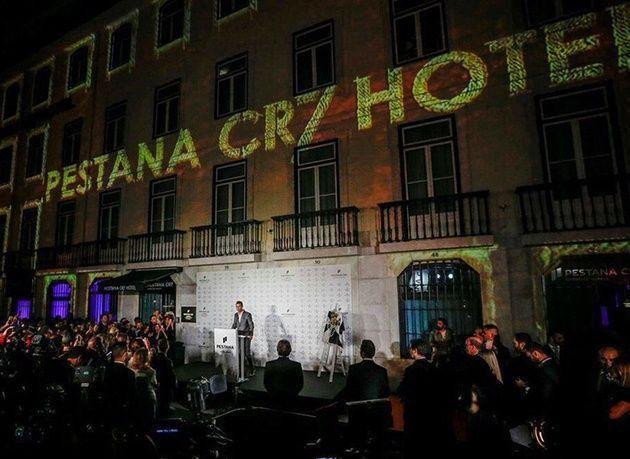 """بالصور : اللاعب """"كريستيانو رونالدو"""" يدشن فندقاً جديداً يحمل اسمه في البرتغال"""