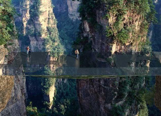 بالصور : بعد الجسر الزجاجي المرعب .. الصين تبني جسراً آخر غير مرئي ومخيف