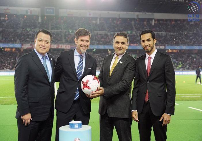 الإمارات تتسلم من اليابان رسميا راية تنظيم كأس العالم للأندية 2017 و2018