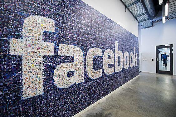 الاتحاد الأوروبي يتهم فيسبوك بتقديم معلومات مضللة عند الاستحواذ على واتس آب