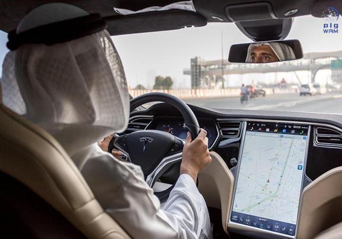 الإمارات تقر نظاما للمركبات الكهربائية يرفع جودة الهواء 90 % بحلول 2021