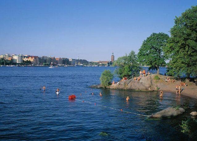 بالصور : أفضل 8 أماكن للسباحة حول العالم
