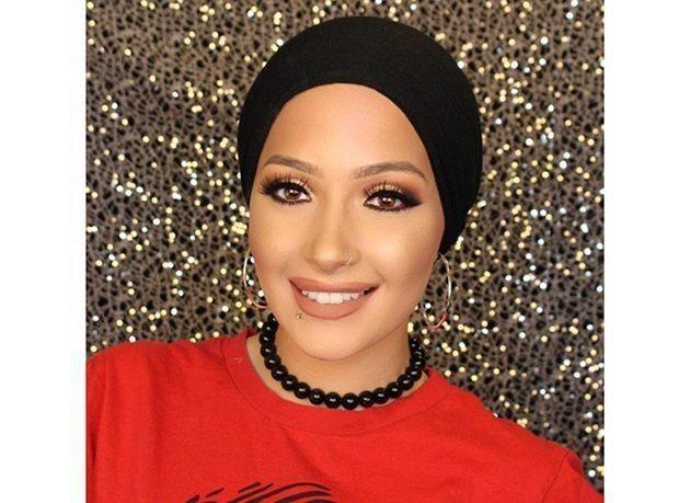 بالصور : أول محجبة نجمة غلاف مجلة للجمال