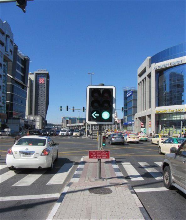 """""""طرق دبي"""" تنجز المرحلة الأخيرة من مشروع ربط الإشارات الضوئية بمركز التحكم المروري"""