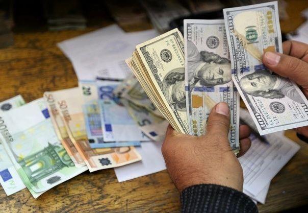 الدولار بصدد أسوأ يناير في 30 عاما بعد تصريحات لترامب
