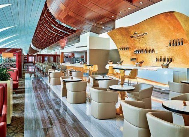 """بالصور : """"طيران الإمارات"""" تنجز عمليات تجديد صالة مسافري  درجة رجال الأعمال في مطار دبي الدولي"""