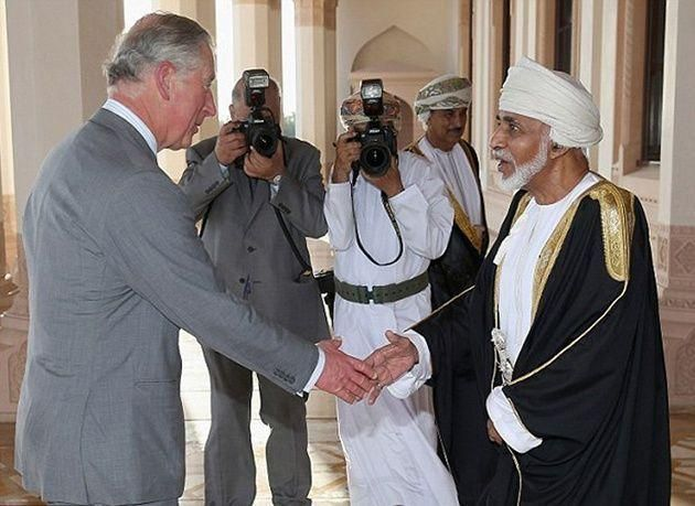 بالصور : ظهور علني نادر للسلطان قابوس خلال استقباله الأمير تشارلز