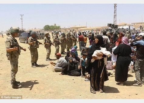 تركيا تعيد قسرا سوريين إلى وطنهم
