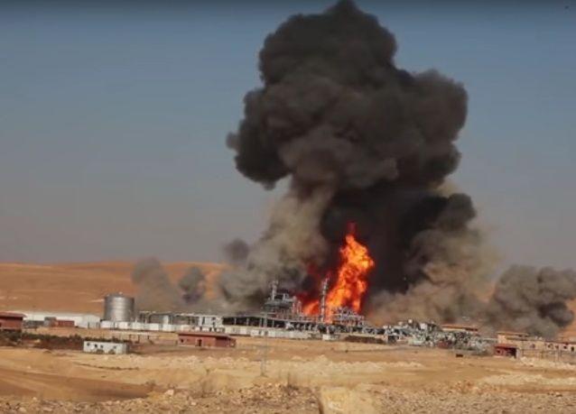 داعش ينشر فيديو تدمير أكبر منشأة حيوية في سوريا ، بلغت كلفتها قرابة 300 مليون يورو