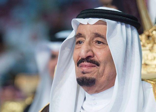 بالصور : الملك سلمان يبكي فرحاً في حفل تخرج نجله الأصغر راكان