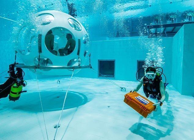 بالصور : مطعم بلجيكي جديد يقدم وجباته تحت الماء على عمق 33 متراً