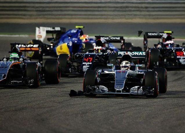 بالصور : الألماني روزبيرغ يحرز جائزة البحرين الكبرى لسباقات الفورمولا 1