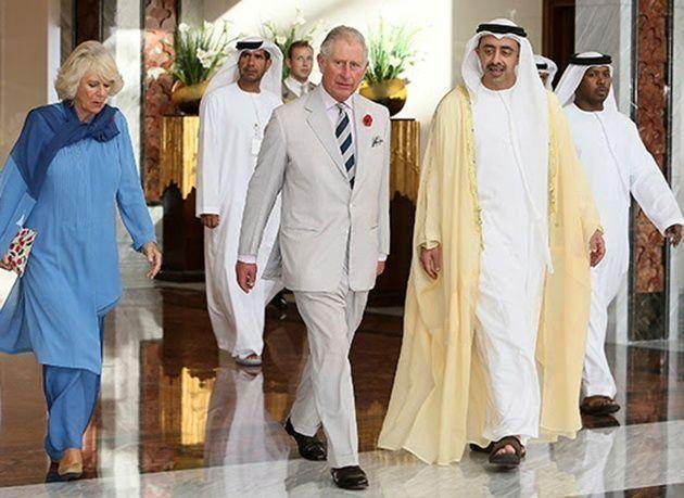 بالصور : الأمير تشارلز يصل إلى الإمارات ويزور جامع الشيخ زايد الكبير
