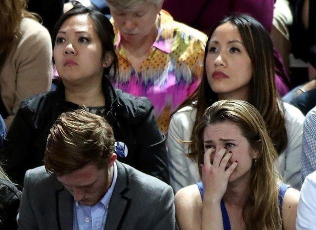 """بالصور : خيبة أمل كبيرة تسيطر على مؤيدي """"هيلاري كلينتون"""""""