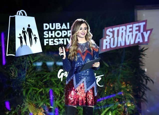 بالصور : عروض الأزياء الخارجية خلال مهرجان دبي للتسوق تقدم أحدث التصاميم الفاخرة وتقام في أبرز معالم المدينة