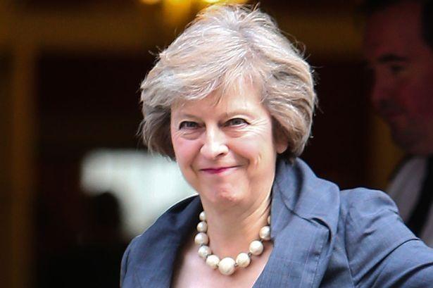 رئيسة الوزراء البريطانية تسبب في قفز الاسترليني لأعلى من 1.23 دولار