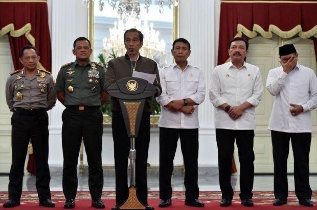 شغف في إندونيسيا بسترة ارتداها الرئيس أثناء كلمة تلفزيونية