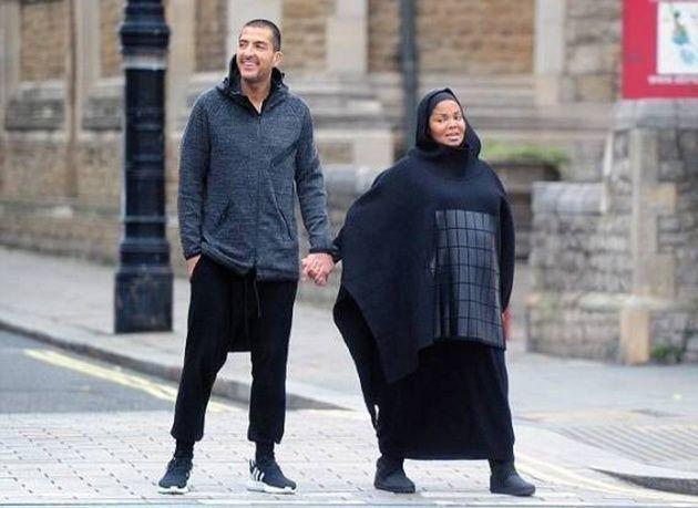 """بالصور : """"جانيت جاكسون"""" تظهر حامل وبالحجاب للمرة الأولى في شوارع لندن"""