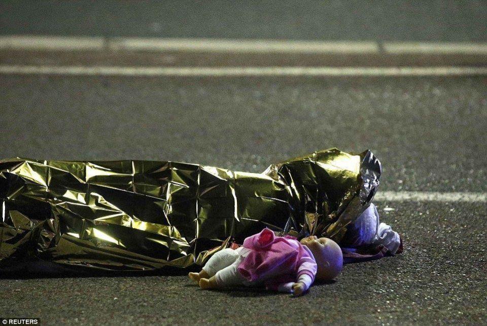 بالصور: هجوم نيس الفرنسية الذي خلف 80 قتيلا