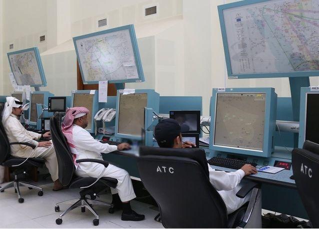 مراقبون جويون سعوديون يختصرون الرحلات للتخفيف عن الصائمين