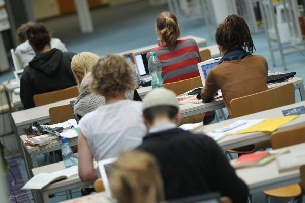 هل ستمنع بريطانيا الطلاب الأجانب من العمل والبقاء في بريطانيا؟