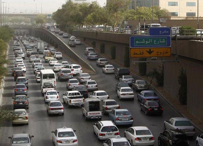 السعودية: 300 ريال غرامة لكل من يظلل مركبته
