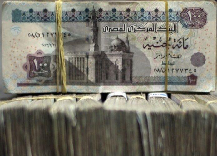الجنية المصري شبه مستقر مع بدء التعاملات بين البنوك