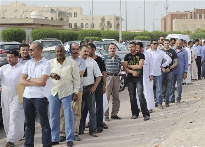 بدء اختبارات 3200 مصري مرشح لـ 546 فرصة عمل بالكويت