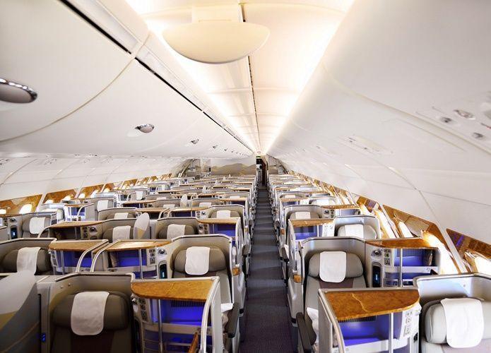 طيران الإمارات تتسلم الجيل الجديد من طائرات A380 وبوينج 777