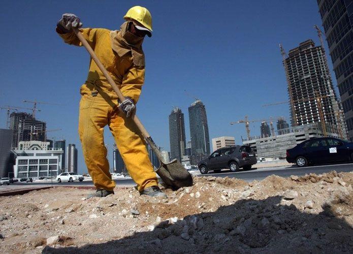 تراجع شكاوي العاملين في قطر منذ بدء دفع الأجور إلكترونياً
