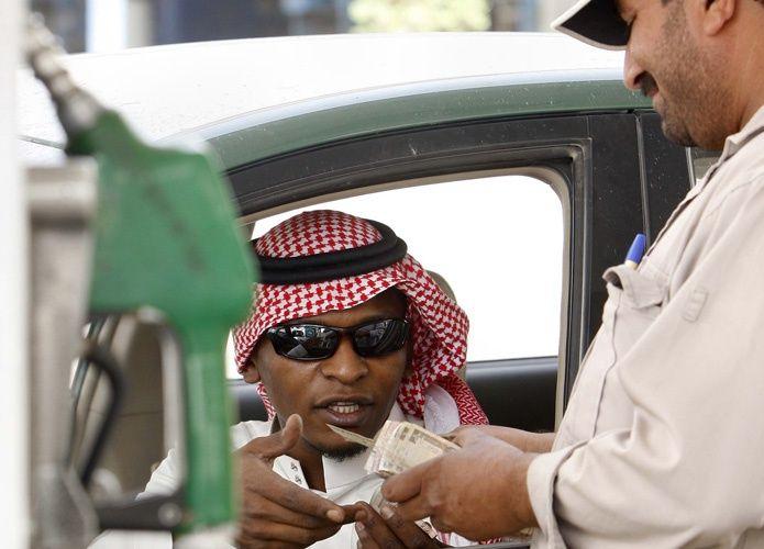 تكرار الاعتداء على عمال محطات الوقود يدفع السلطات السعودية إلى تفعيل الدفع الذاتي