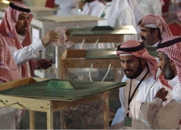 السعودية تهدد بإبعاد الأجانب الذين يجمعون تبرعات دون ترخيص