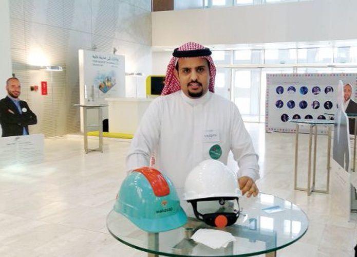 قطر تدعم سعودياً ابتكر خوذة ذكية وتلبسها لـ30 ألف عامل في مشاريع كأس العالم