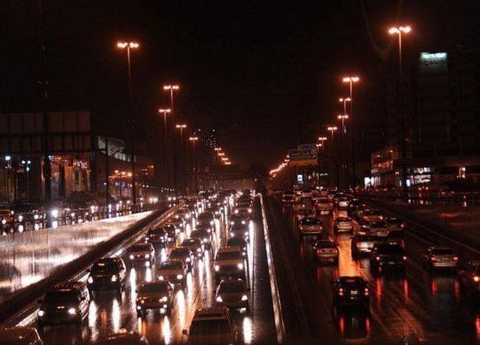 الرياض: إغلاق جزء من طريق الملك فهد للصيانة ثالث أيام العيد