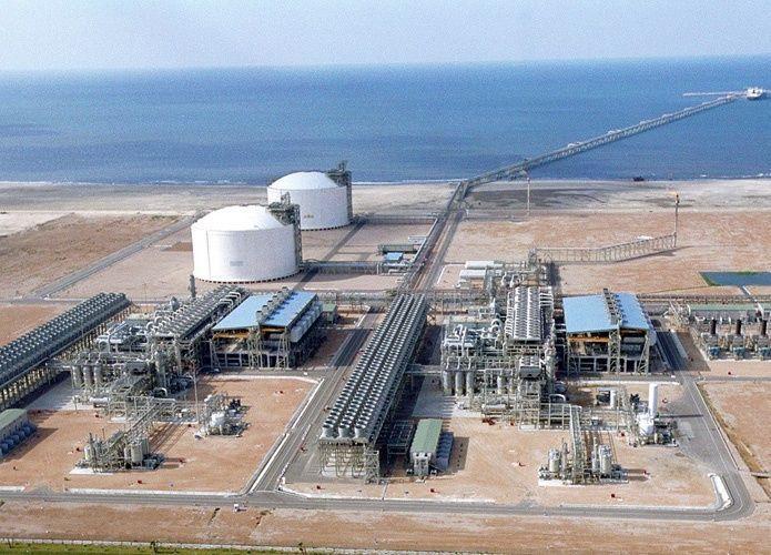 مصر تطرح أكبر مناقصة في العالم لشراء الغاز المسال في 2017-2018
