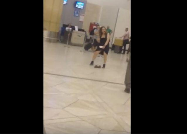 فيديو: فتاة في وضع مخل وسط مطار الرياض