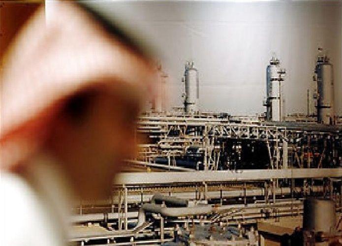 ارتفاع النفط في غياب تفاصيل خفض السعودية لإمداداتها