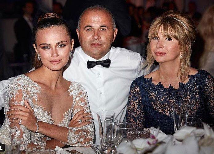 رجل أعمال مصري يتزوج من عارضة أزياء صديقة جاستن بيبر